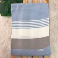 Manta de linha- 3 cores azul bebê, branco e cinza