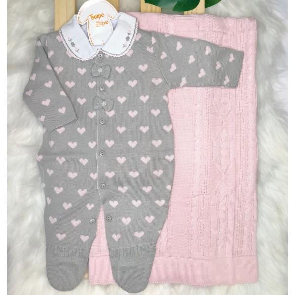 saída de maternidade- Lorena cinza com coração rosa (manta luxo)