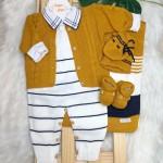 saida de maternidade jardineira listrada e casaco mostarda