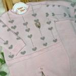 Saída de maternidade Martina- Rosa com coração cinza