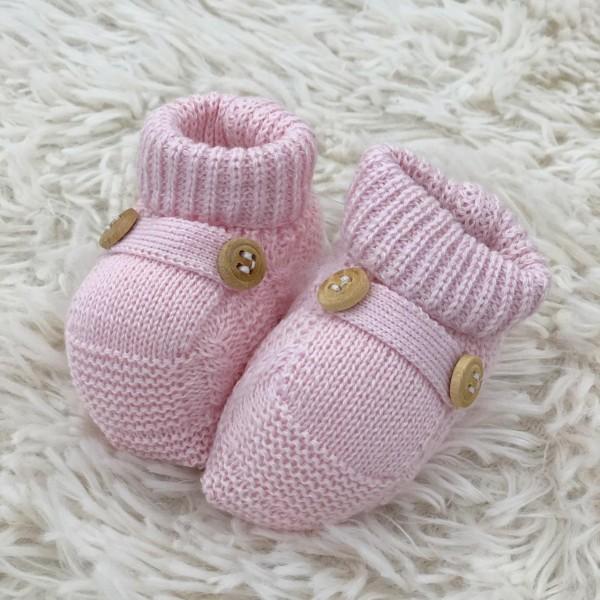 Sapatinho recém nascido de linha- botão rosa