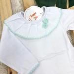 body branco com gola bordada flor de crochê verde água
