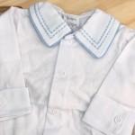 body branco com gola bordado pontilhado azul bebe