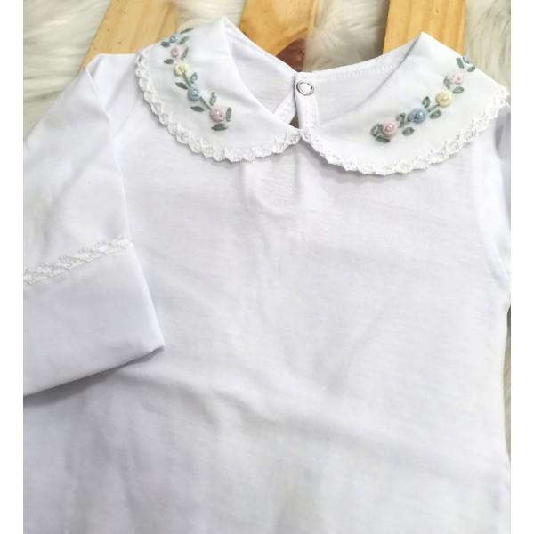 body branco com gola bordada florzinhas coloridas