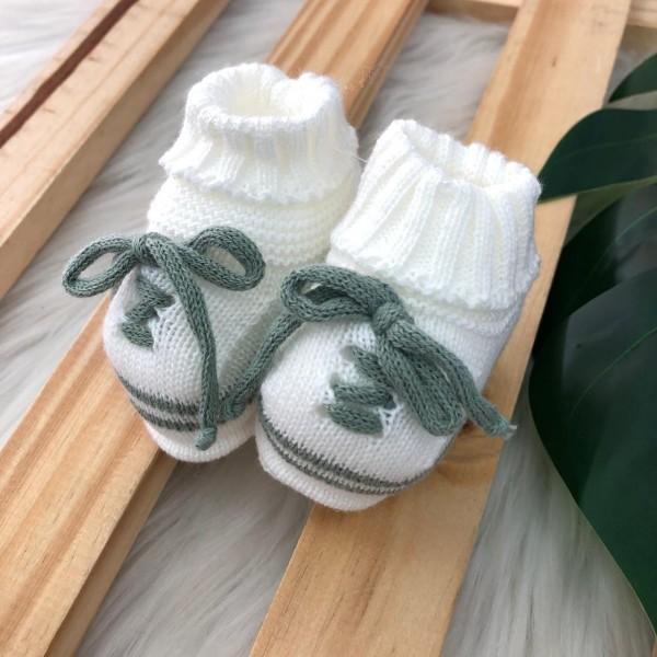 Sapatinho cano alto branco cadarço verde