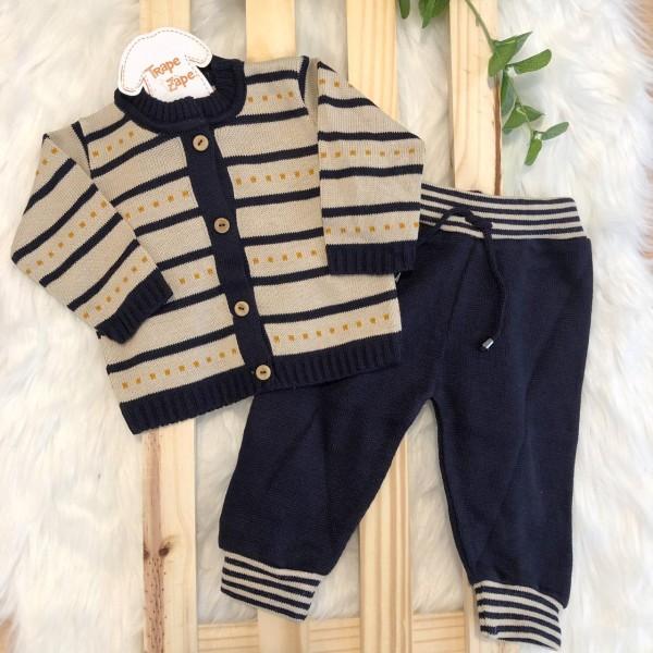 Conjunto de linha casaco bege com traço ferrugem calça marinho