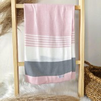 Manta de linha- 3 cores rosa, branca e cinza