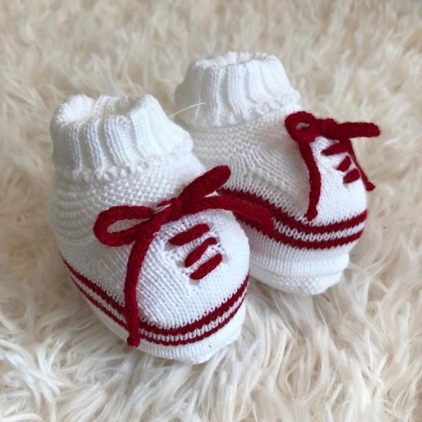 Sapatinho recém nascido de linha- cadarço branco com vermelho