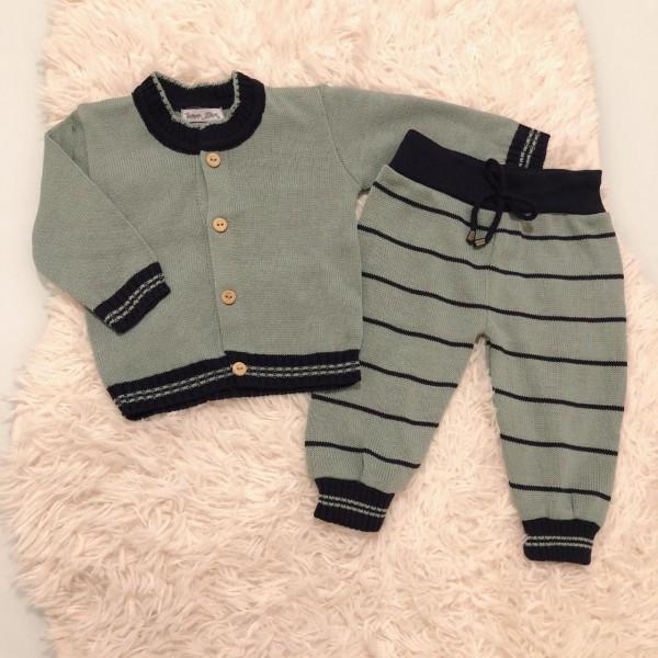 Conjunto de linha verde e marinho com calça listrada