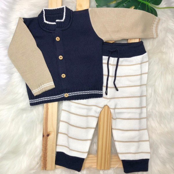 Conjunto de linha azul marinho e bege com calça listrada Novo